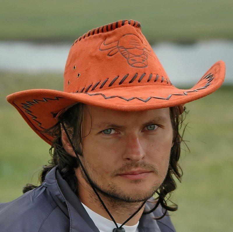 специализируется фото владимира кузьмина в ковбойской шляпе зонирования