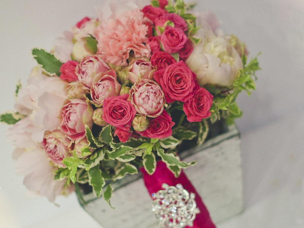 Букет невесты с малиной
