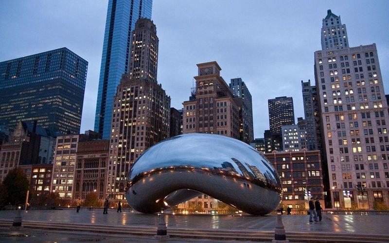 Чикаго - расположен на юго-западном побережье озера Мичиган в штате Иллинойс