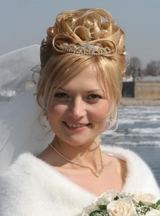 Прическа в виде  короны из волос