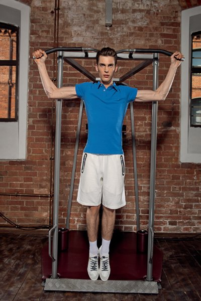 Мужчина в спортзале