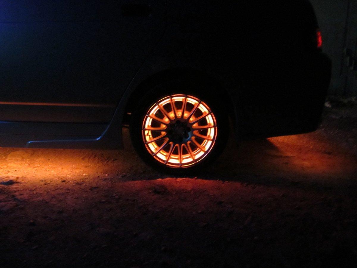 светящиеся картинки на колеса автомобиля тогда спросил