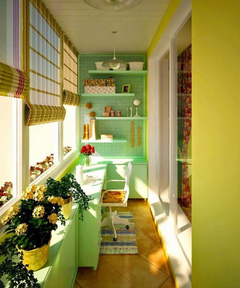"""Столовая зона расположенная на балконе совмещенном с кухней""""."""