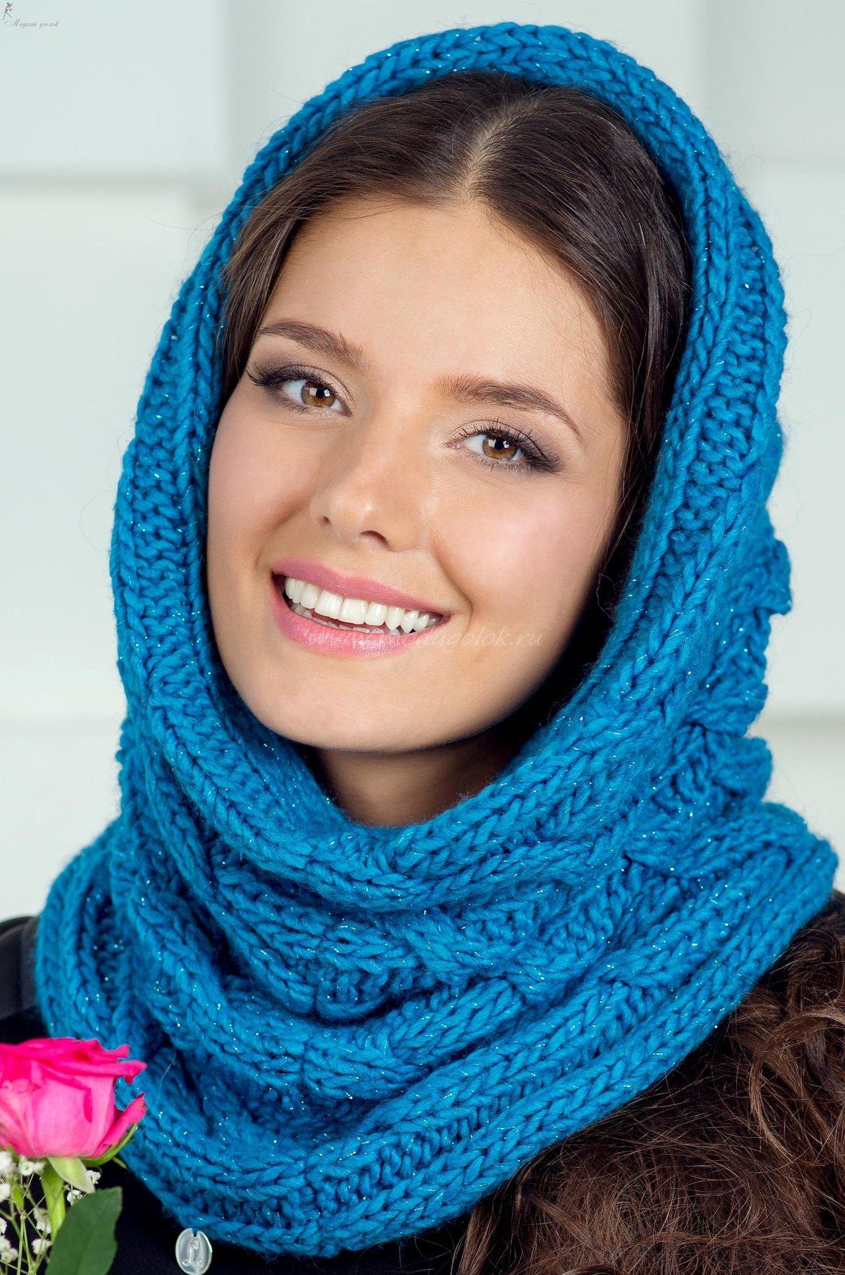 Красные варежки и шарфы для фотосессии сначала