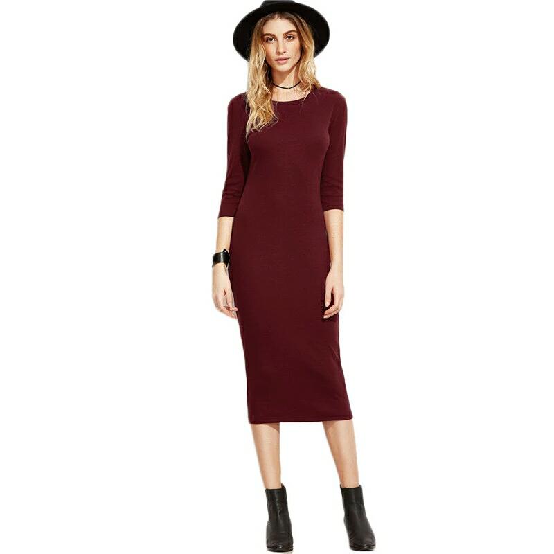 93e2ee073ee Трикотажное бордовое платье в сочетании с черными аксессуарами ...