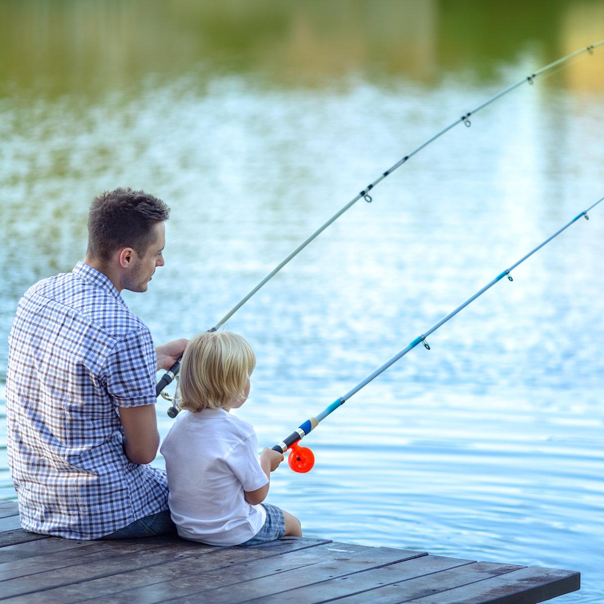 Мой дед демьян любит удить рыбу он может весь день просидеть с удочкой