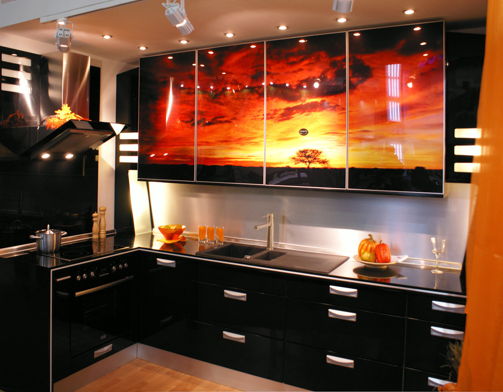 Подруге, картинки на фасадах кухни