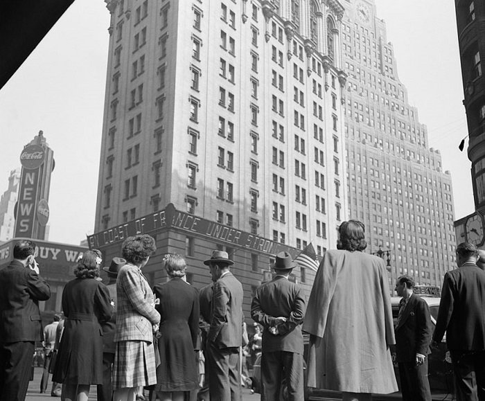 Площадь в центральной части Манхэттена, Нью-Йорк, США, 1944 год.