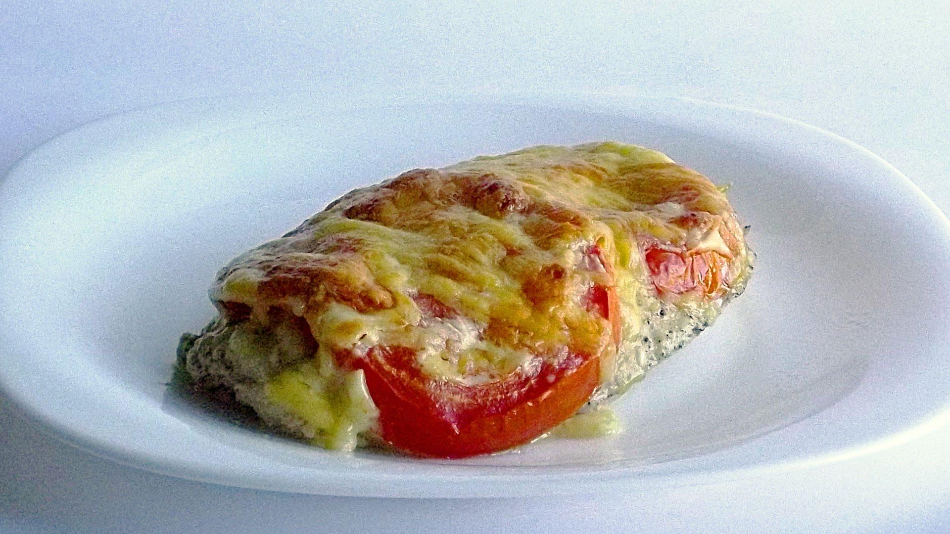 Картинки по запросу Свиные отбивные с сыром и помидорами