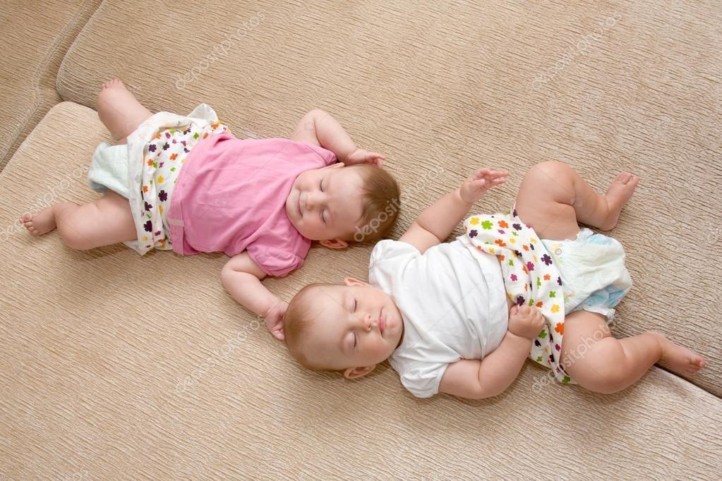 К чему снится два детских одинаковых халатов