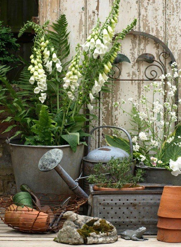 Винтажные вещи в саду