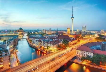 пейзажи городской застройки мегаполисов..Германия, Берлин город ночью