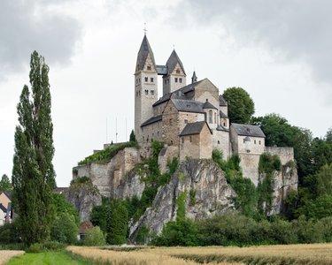 замок в романском стиле