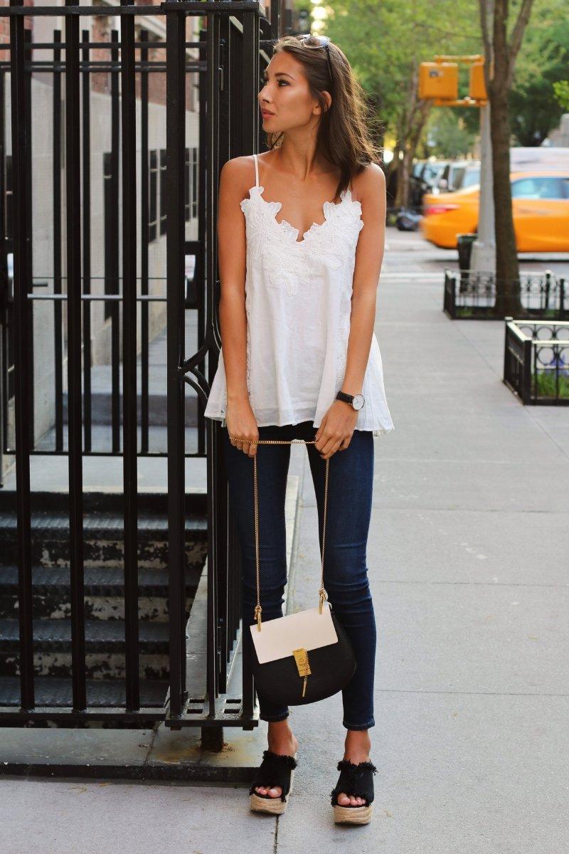 Элегантный образ с узкими джинсами
