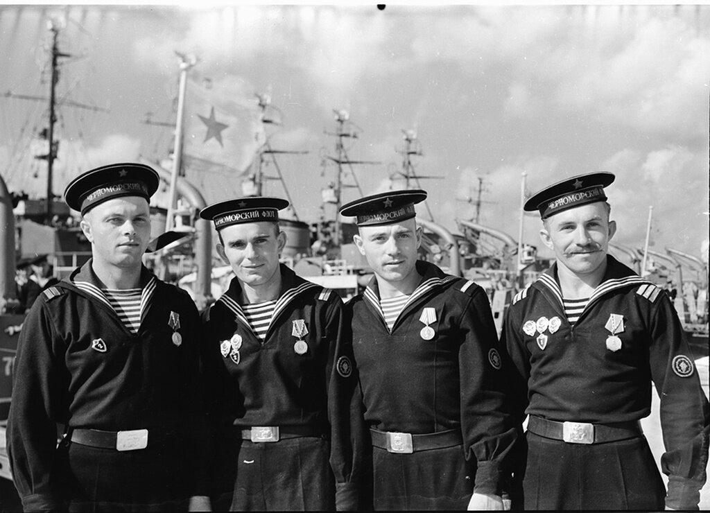 как черно белые фото моряков полностью вручную, использованы