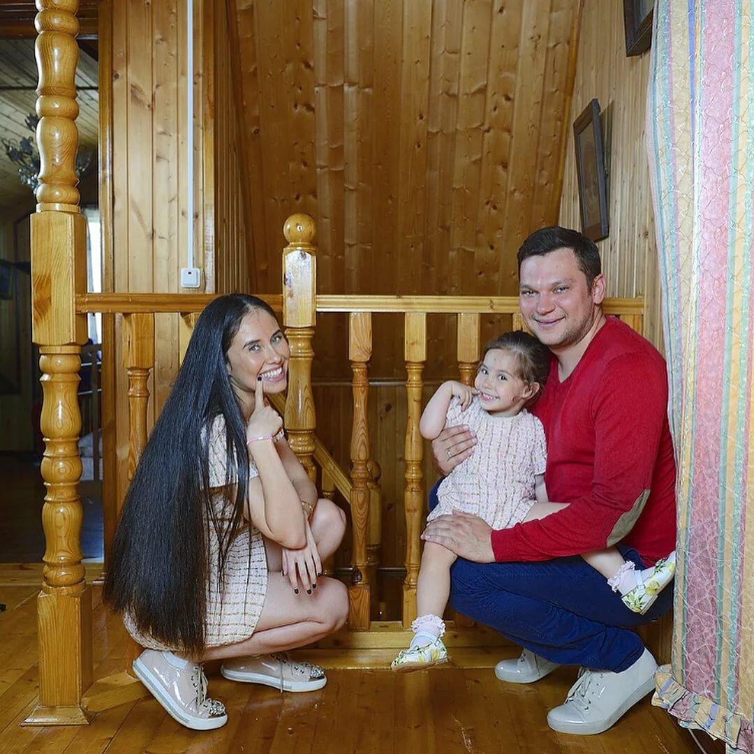 дмитрий приходкин с женой фото уральские пельмени представляли