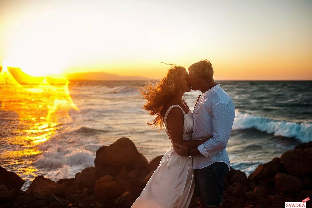 Влюбленные в море картинки