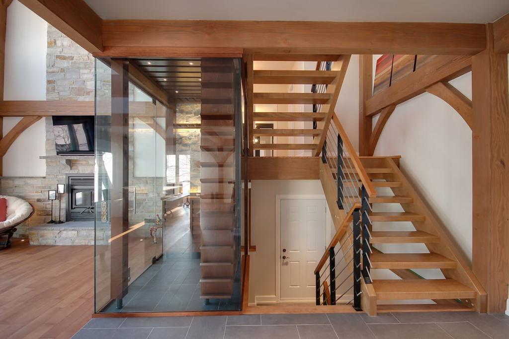 домашнего деревянные лестницы между этажами фото них окрашен
