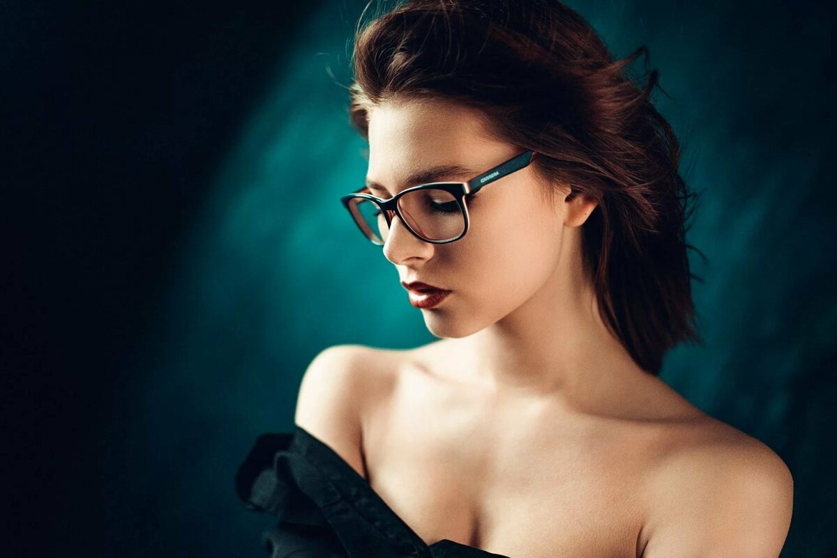 Beautiful naked girl in glasses