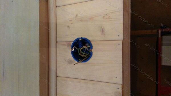 Монтаж подрозетника в деревянном доме