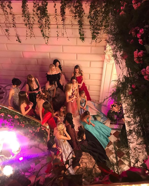 Screenshot 2019 12 01 Alice Cavanagh в Instagram «Just a few debs out on a Saturday night in Paris »