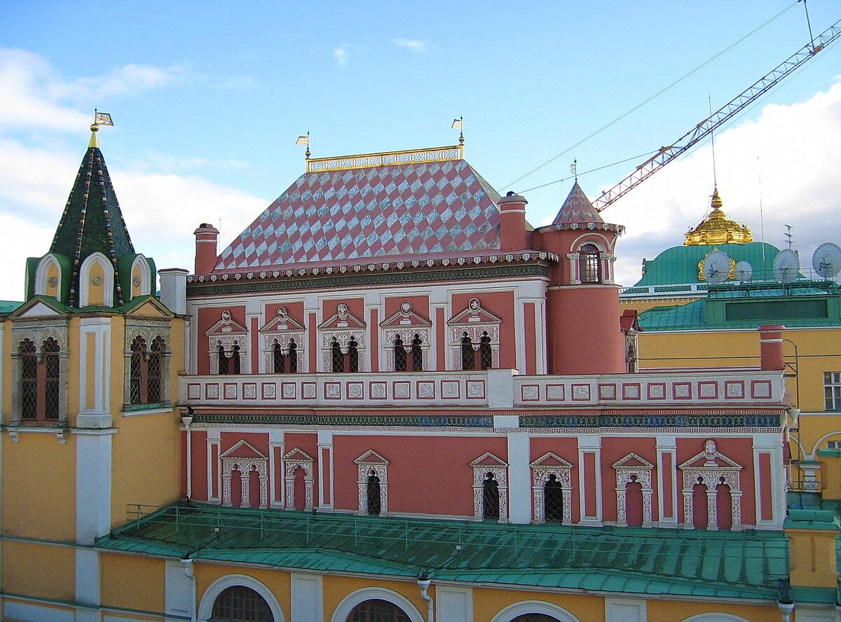 над фото теремной дворец посещают заведения только