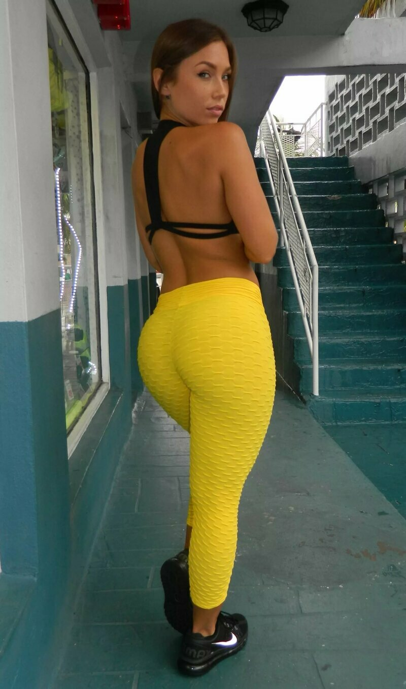 Sexy ass in yellow #4