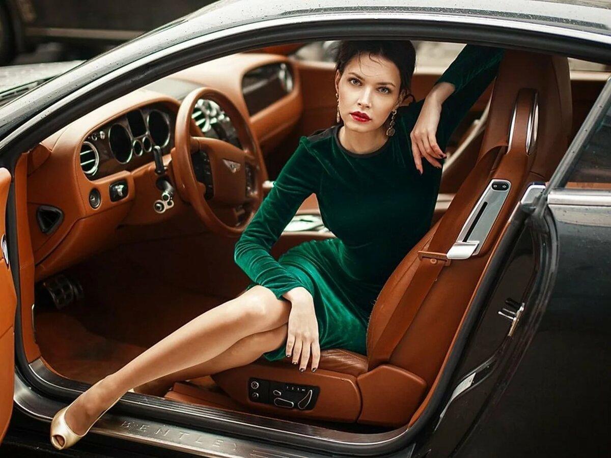 Женщина в авто картинка
