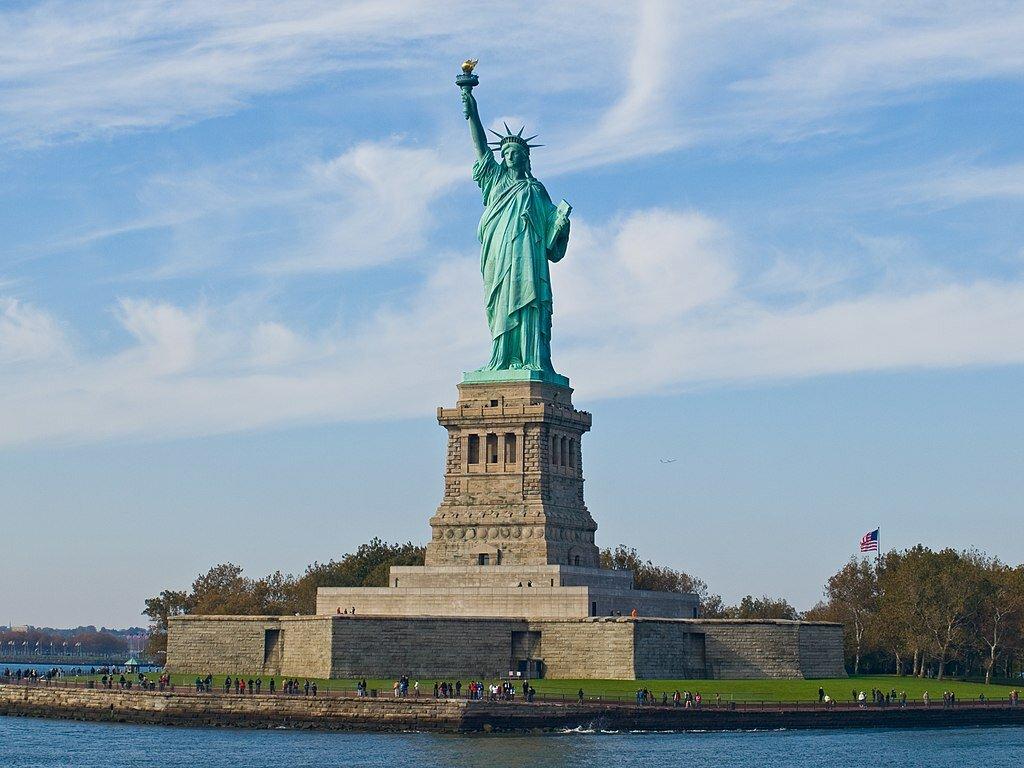 28 октября 1886 года вНью-Йорке состоялось официальное открытие Статуи Свободы