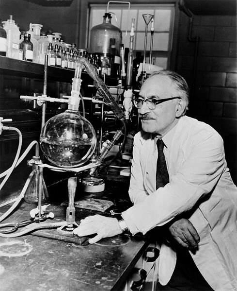 19 октября 1943 года открыт антибиотик стрептомицин