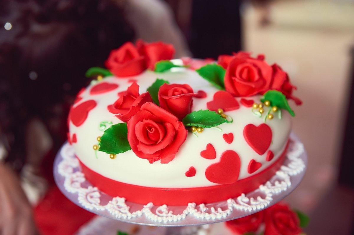 Картинки розы красные и торт
