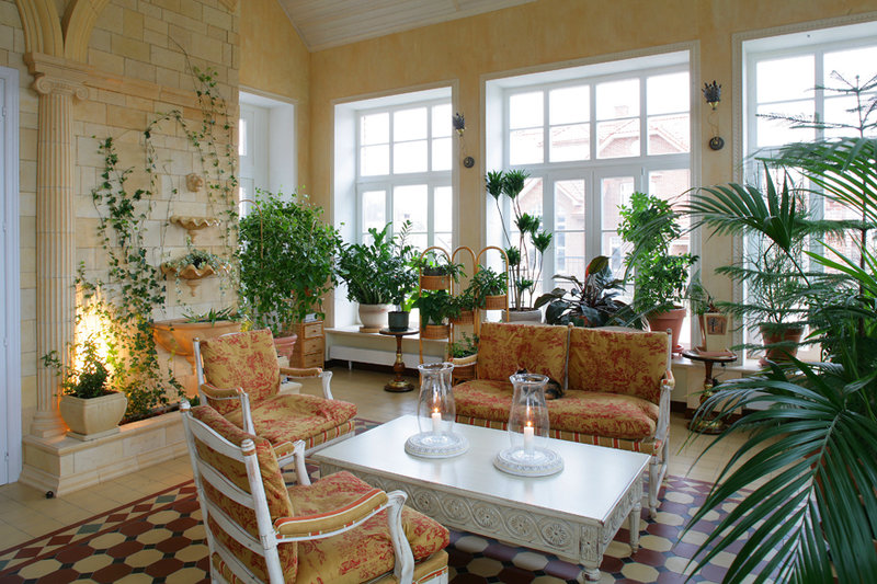 Как красиво оформить зимний сад в частном доме.