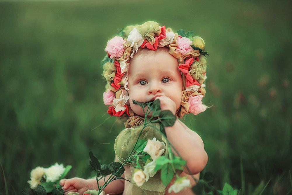 малыши с цветочками картинки изображения получает