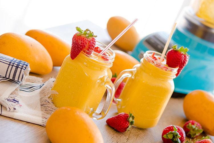Коктейль манговый с йогуртом