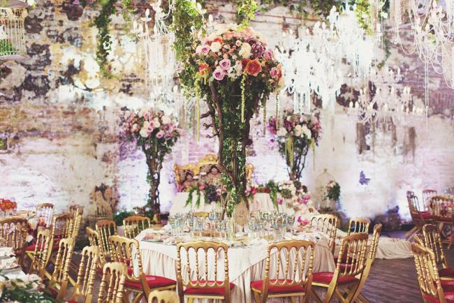 Нестандартные декорации празднично и оригинально украсят банкетный зал