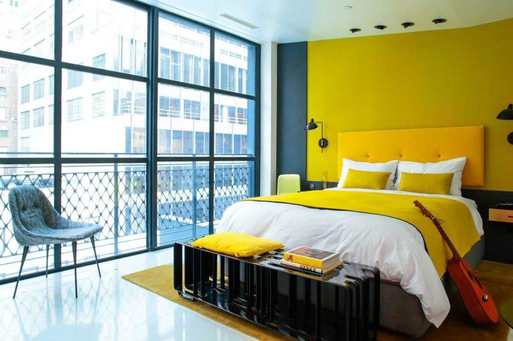 спальня в желтом цвете фото себя представляют