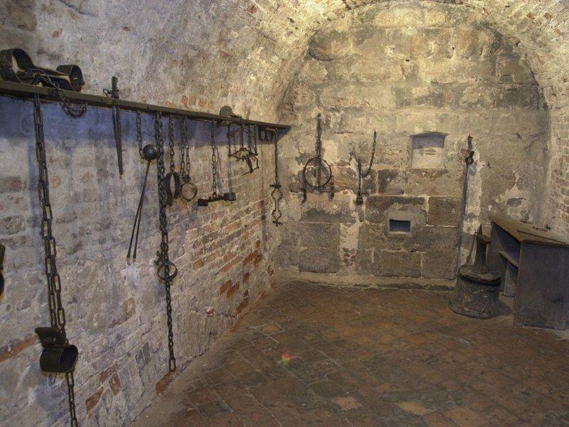 Подземные тюрьмы в россии