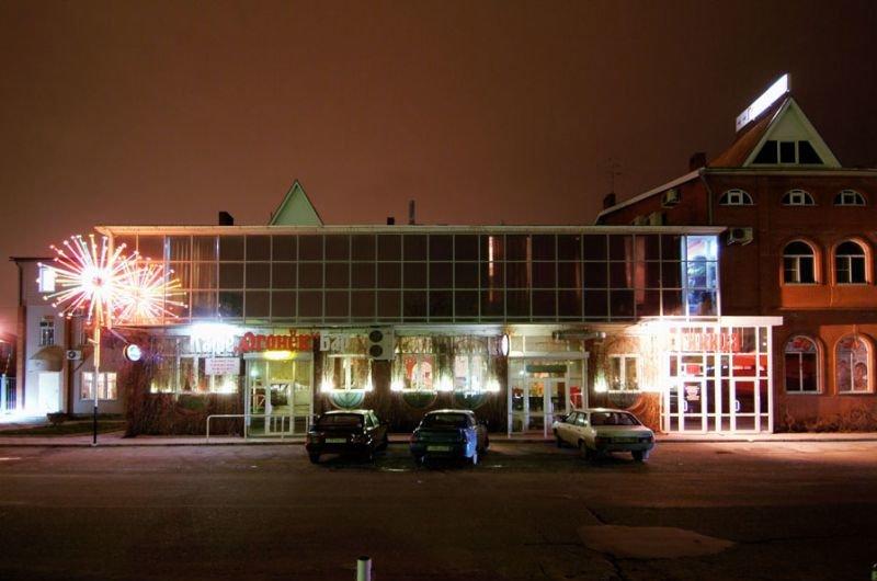 Гостиница Огонёк ночью