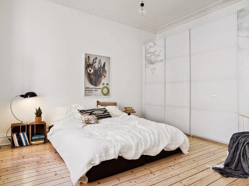 Спальня с шкафом-купе по всей стене
