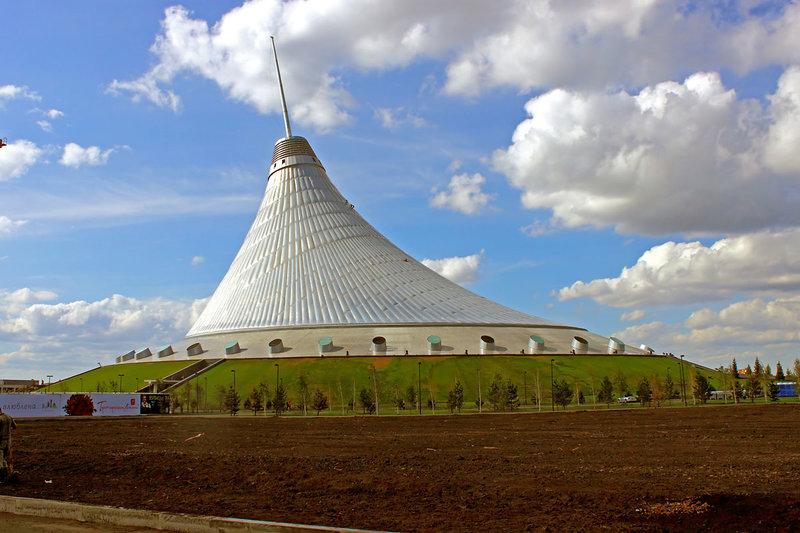 «Хан-Шатыр» торгово-развлекательный центр.