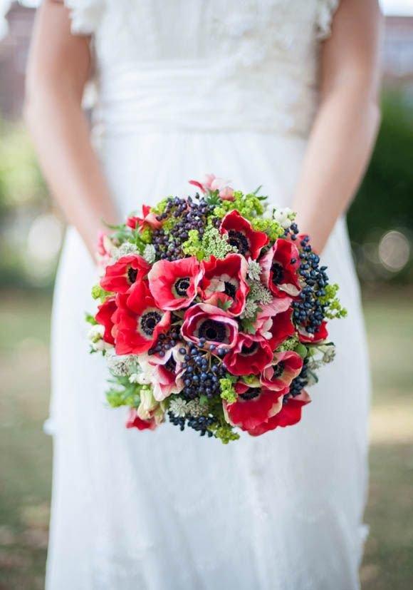 Свадебный букет красные маки