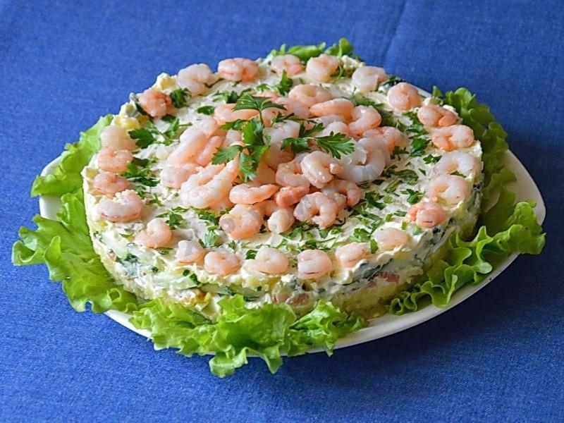 салат с красной рыбой рецепт с фото и с креветками