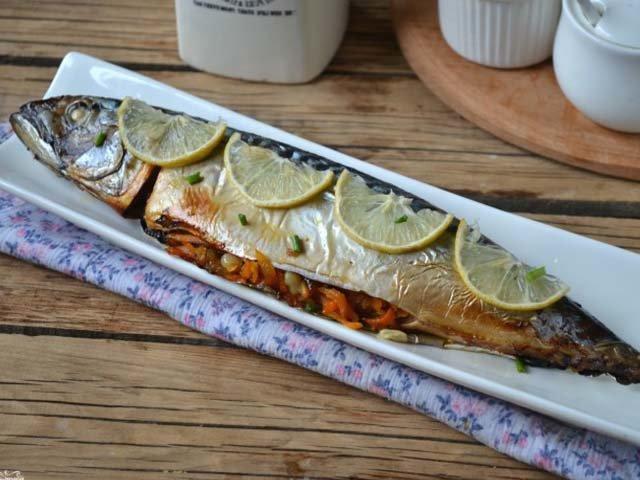 Скумбрия запеченная в фольге в духовке - простой и вкусный рецепт