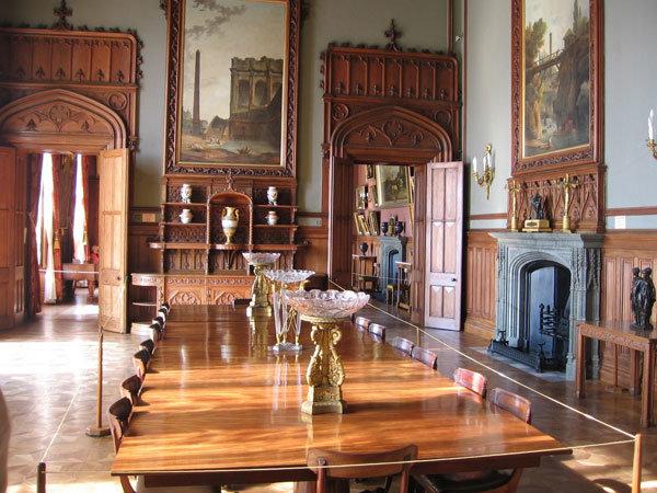 Воронцовский дворец-музей. Трапезный зал с камином.