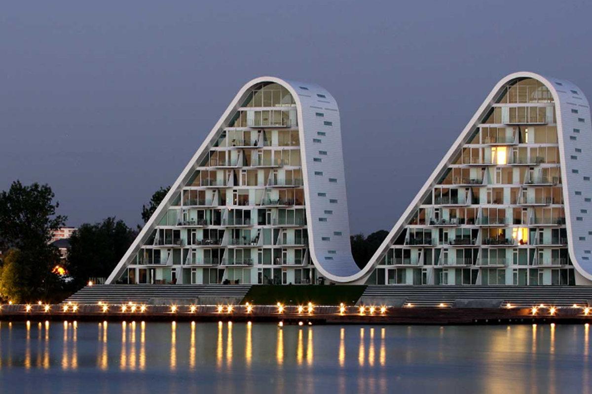 Фото зданий с колонками и название