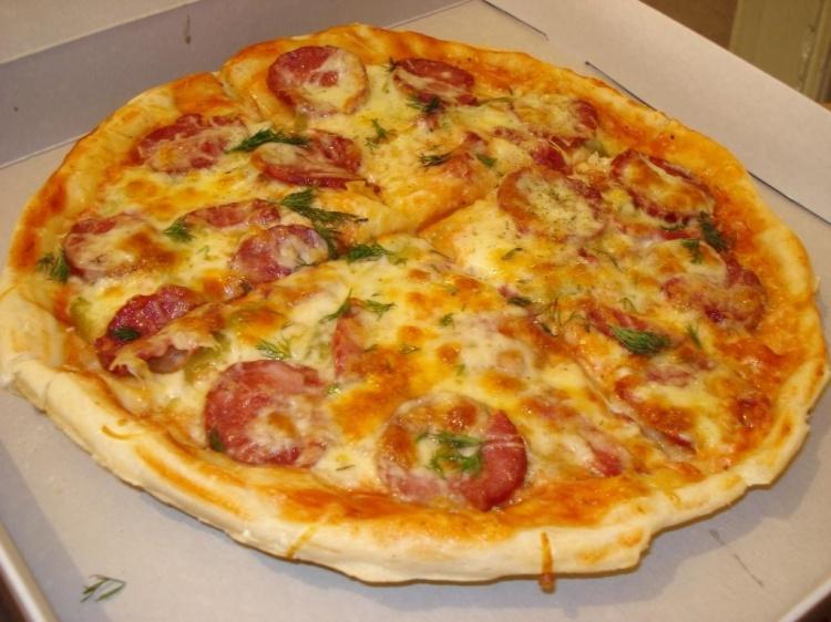 пицца рецепт с копченой колбасой и сыром
