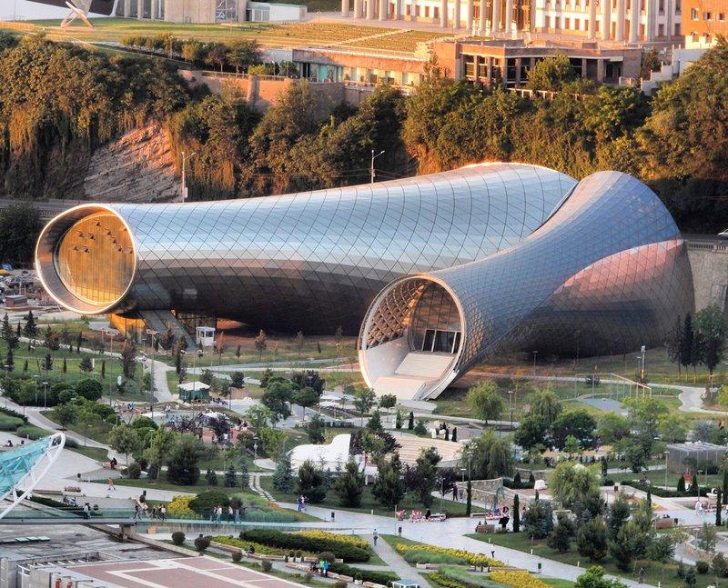 Музыкальный театр и Выставочный зал в Тбилиси