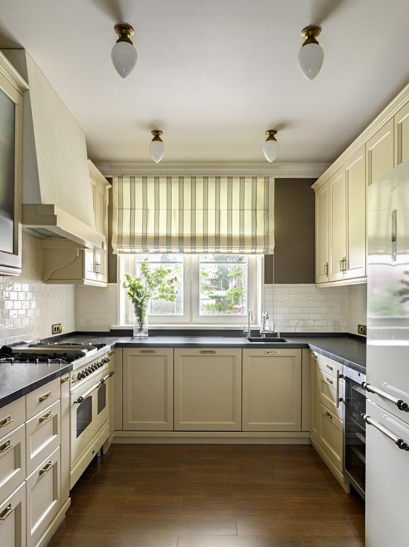 Интерьер кухни в загородном доме