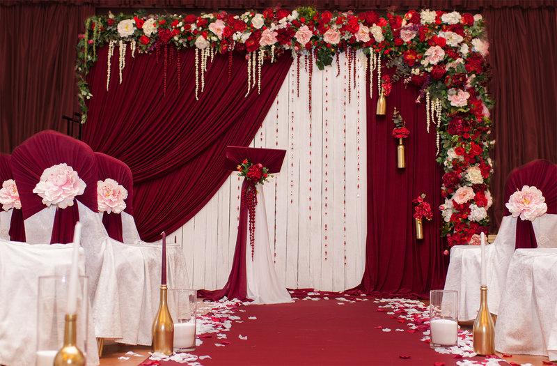 Оформление свадебного зала в бордовых тонах
