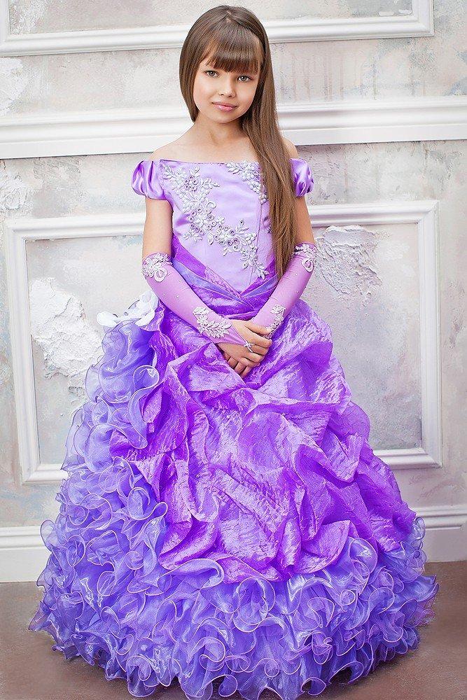 Сиреневое платье с вышивкой